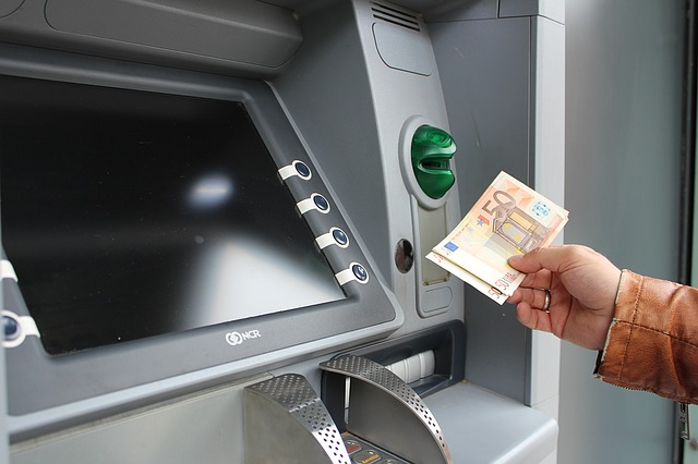 Use ATMs in Iceland