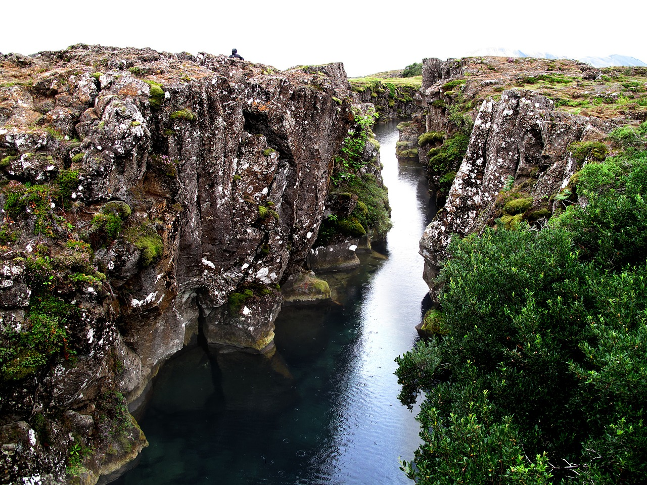 Iceland splits into two continents